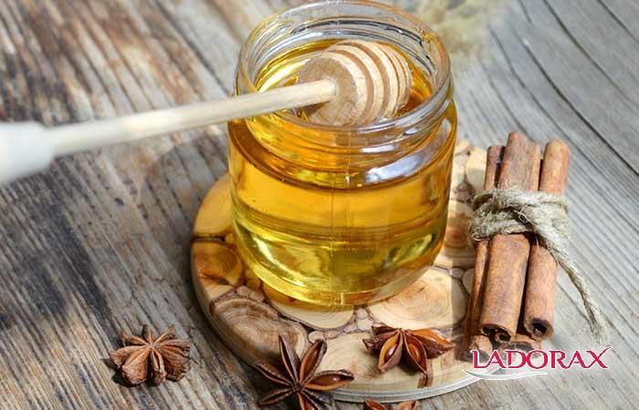 Cách trị mụn bọc nhanh bằng bột quế và mật ong