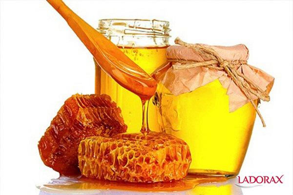 cách làm trắng da toàn thân bằng mật ong
