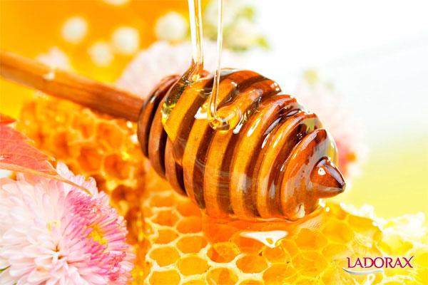 se khít lỗ chân lông bằng mật ong