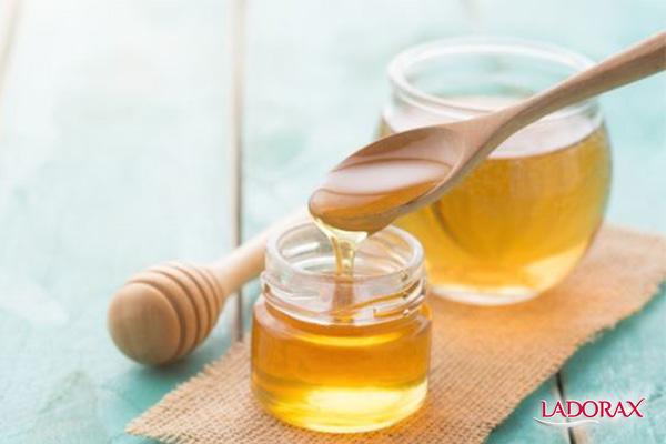 tẩy tế bào chết cho da mặt bằng mật ong