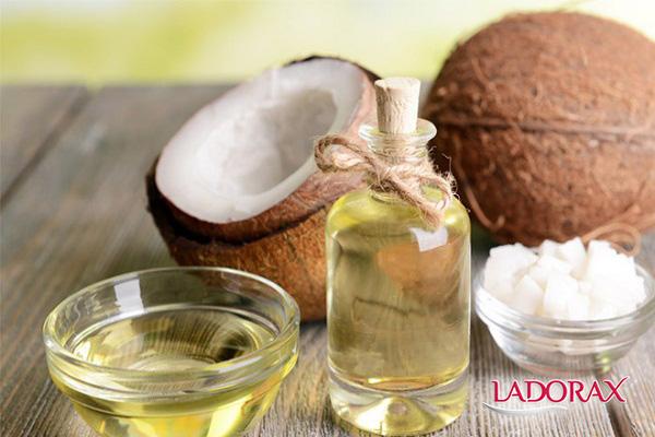 trị viêm lỗ chân lông bằng dầu dừa